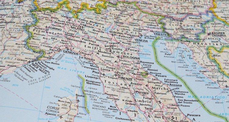Italia Cartina Nord.Italia Insolita Da Scoprire Viaggio Al Limite Dell Assurdo
